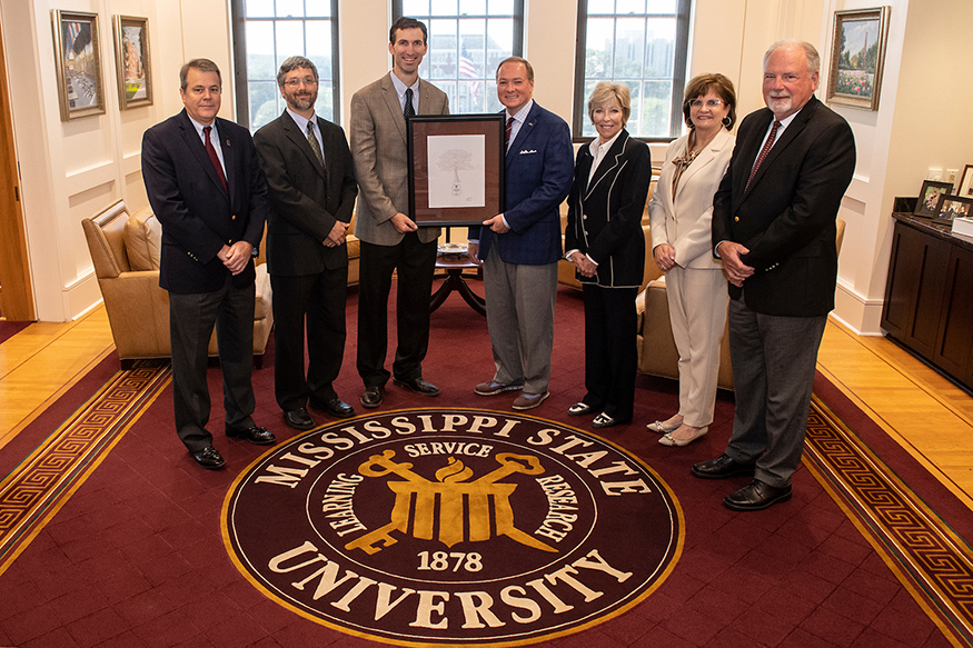 TVA presents MSU President Mark E. Keenum with an award recognizing the university's low carbon emissions.